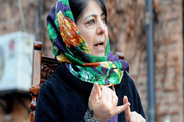 Safeguarding Article 35A : 'Only Modi can allay the doubts of people' Mir, Tarigami and Hakim meet Mehbooba | KNO