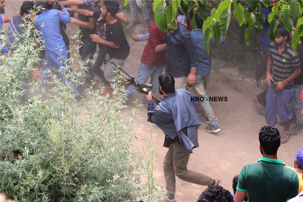 Militants appeared in the funeral and offered gun salute to slain Militant Irfan sheikh | KNO