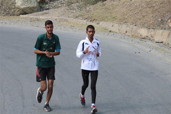 Athlete Hamid creates history, runs non-stop 110 km run from Srinagar to Baltal | KNO