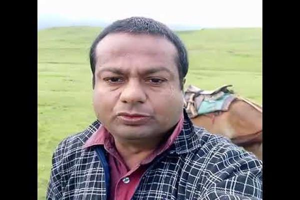 Meet Deepak Kalal, a Pune man who is a social media star in Kashmir | KNO
