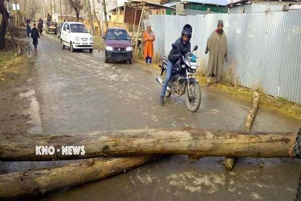 Pulwama Village Protest Against Water Scarcity | KNO