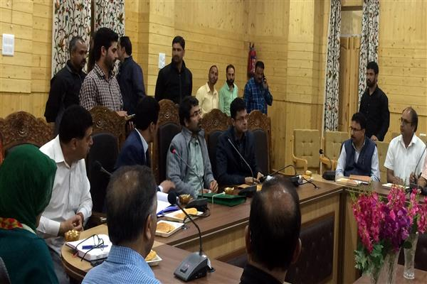 Tassaduq Mufti tours Bandipora to reviews tourism scenario | KNO