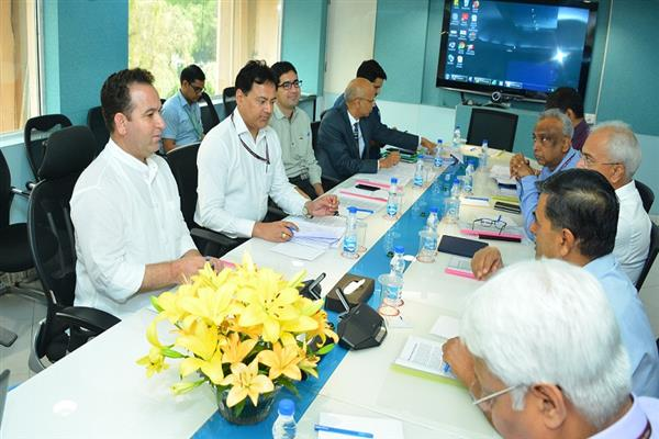 Sunil Sharma calls on R K Singh; Discusses progress on JK's power projects | KNO
