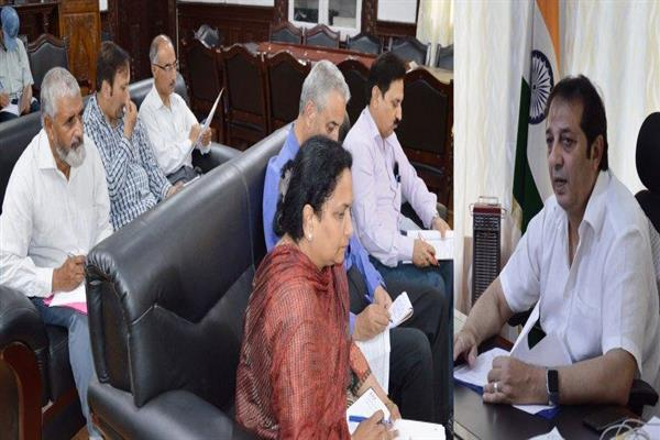 Expedite dev works in Old Srinagar on priority : Div Com to officers | KNO