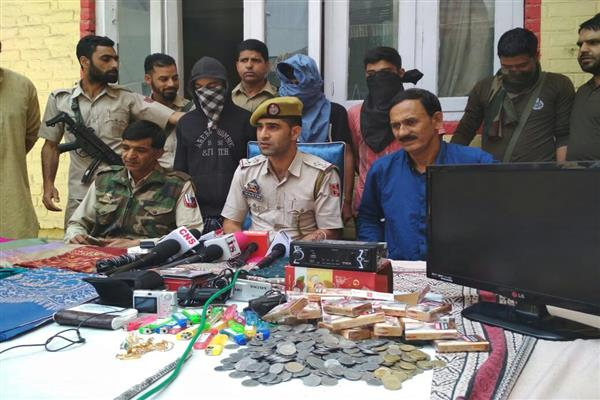 Srinagar police solves multiple burglary and theft cases, 03 accused arrested | KNO