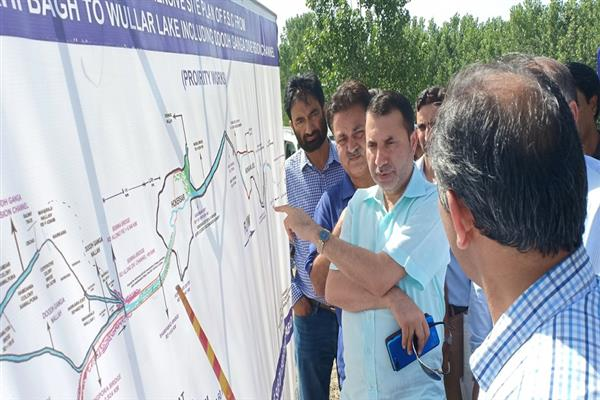 Farooq Shah reviews progress on re-sectioning of Bemina-Naidkhai flood spill channel | KNO