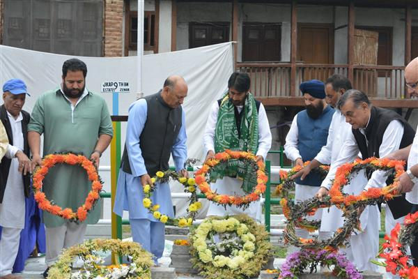 Congress pays floral tributes martyrs of 1931 | KNO