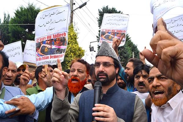 Hurriyat's March to Martyrs Graveyard Foiled by Police | KNO
