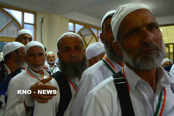 First batch of Hajj pilgrims from Jammu and Kashmir leaves for 'Saudi Arabia' | KNO