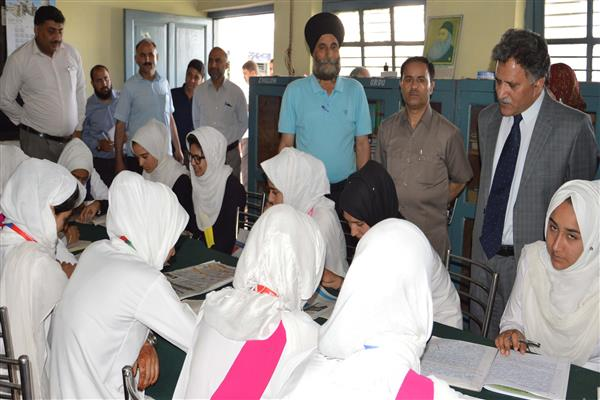 Advisor Ganai inspects government schools in Sonwar | KNO