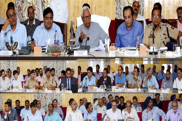 Governor visits Kupwara, reviews development scenario | KNO