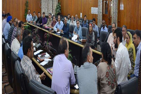 DC Srinagar reviews Independence Day arrangements | KNO