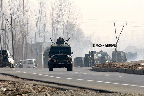 Army soldier, cop injured in ongoing Sopore gunfight | KNO
