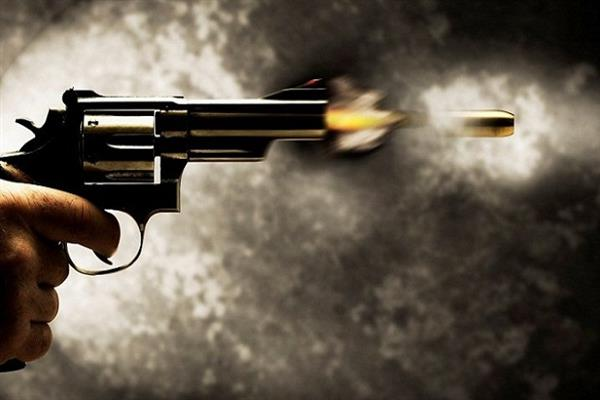 Police cop shot by militants in Tral | KNO