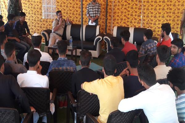 Interactive session held with the touring students of Bharat Darshan Tour at DPO Anantnag | KNO