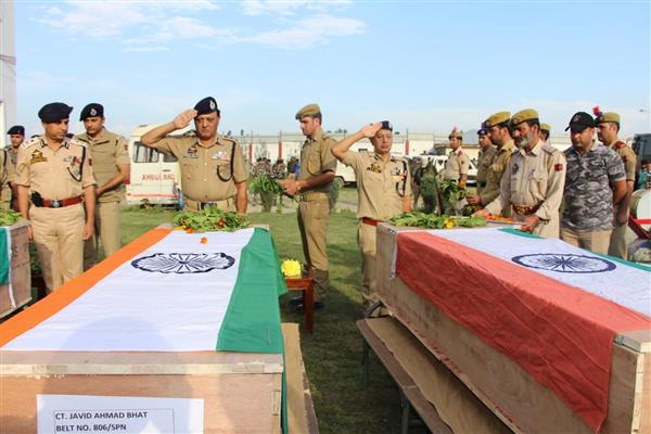 Wreath laying ceremony held at DPL Pulwama | KNO