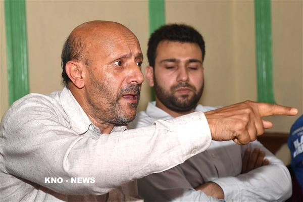 Er. Rasheed condemns arrest of Riyaz Naik's father and torching houses of militants | KNO