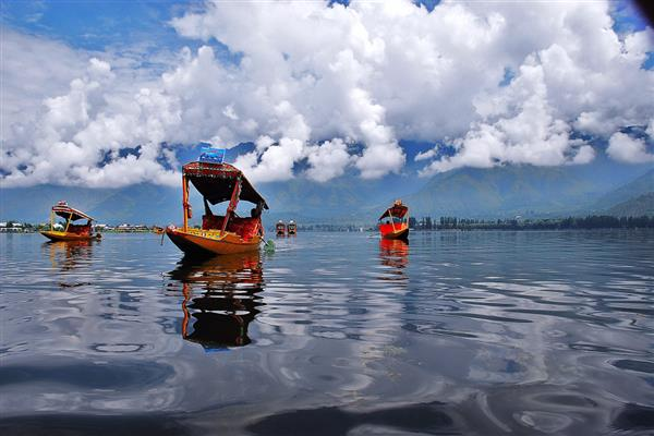 Governor takes stock of Dal Lake  conservation measures | KNO