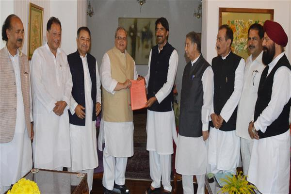 J&K Pradesh Congress Committee delegation meets Governor | KNO