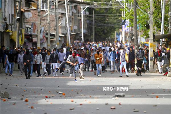 Shopian Shootout : Seven persons injured in clashes, CASO called off | KNO