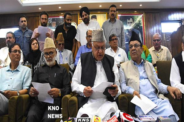 Dr Farooq springs surprise, announces to boycott ULB, Panchayat polls | KNO