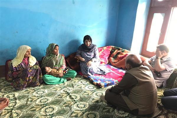Mehbooba visits murdered girl's family in Uri, 'Terms incident as shameful' | KNO