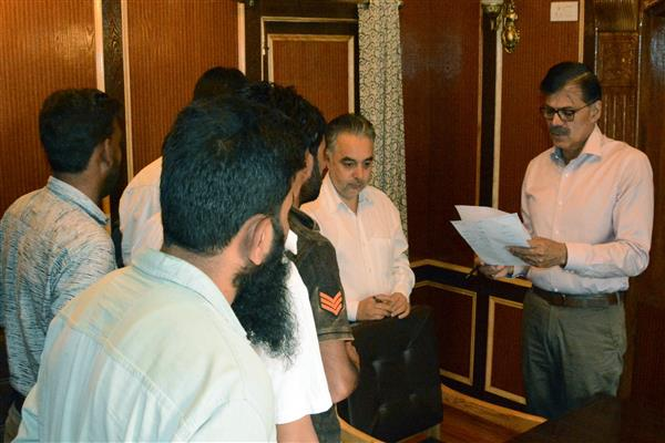 Advisor Kumar holds Public Grievance Camp in Srinagar | KNO