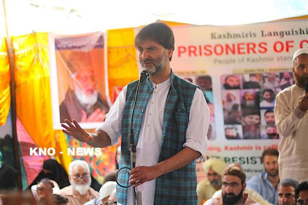 Yasin Malik pays tributes to 3 youth killed in Islamabad in 2010 | KNO