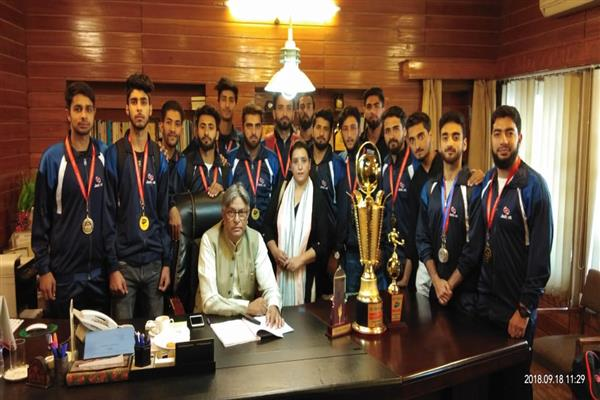 VC KU felicitates IOT Zakura campus contingent for brilliant performance at National Level Inter- Engineering Sports meet | KNO