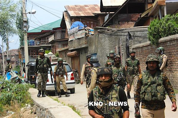 Militants attack Police station Shopian, Cop killed | KNO