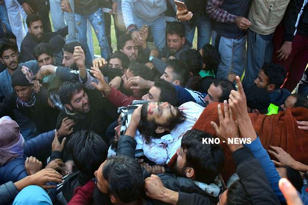 Thousands attend funeral's of slain LeT militants in Srinagar | KNO