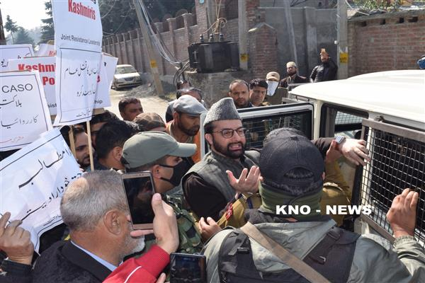 Lal Chowk march : Mirwaiz defies house detention, detained | KNO