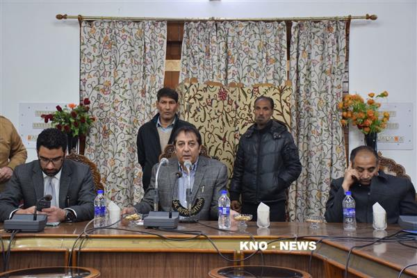 Div Com administered oath to 74 councillors in Srinagar | KNO