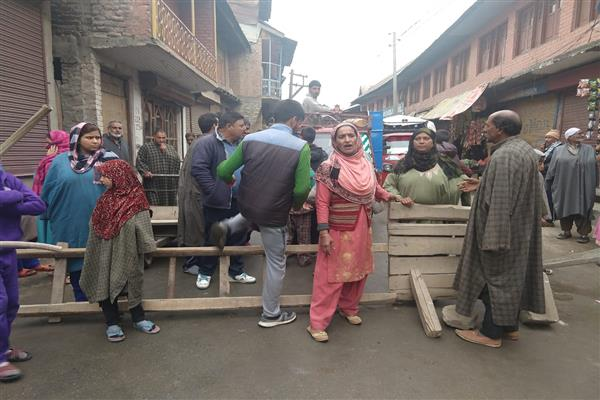 Water Crisis continue in Sopore, protest erupts | KNO