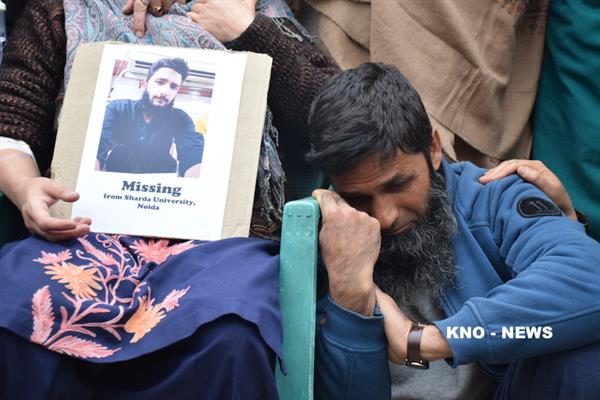 Family of missing Khanyar boy protests, demands his whereabouts | KNO