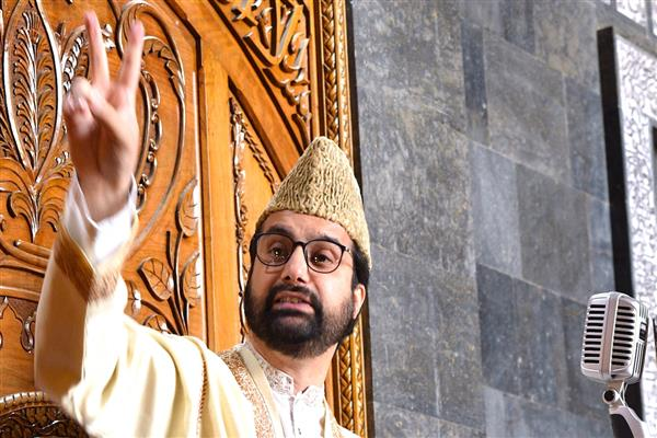 Mirwaiz calls for unity among masses to 'resist military might' | KNO