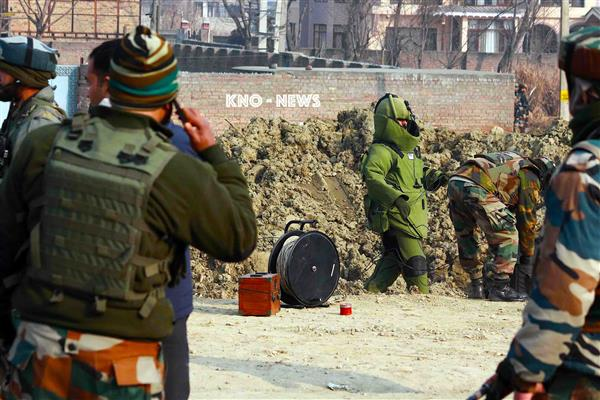Forces detected IED in Pulwama Road