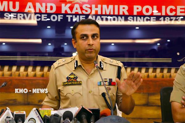 IGP Kashmir visits Pulwama, reviews security arrangements for forthcoming Panchayat elections | KNO