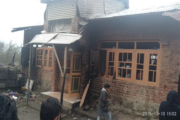 Tral encounter : poor family losses house, cowshed | KNO