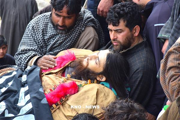 Amid Sobs and Tears,Thousands attend funeral prayers of HM Militants in Pulwama | KNO