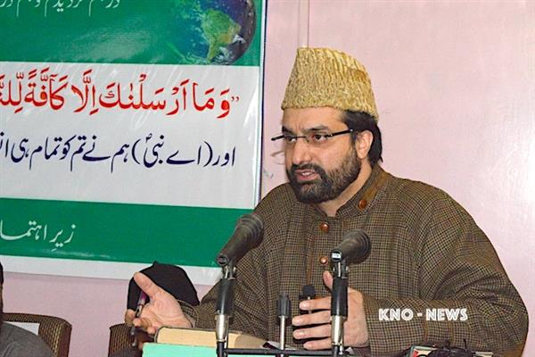 Mirwaiz expresses solidarity with fire affected families | KNO