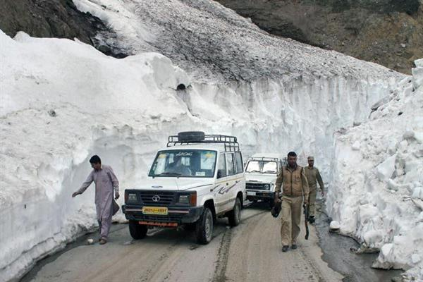 Vehicular movement on bandipora-Gurez road resumes | KNO