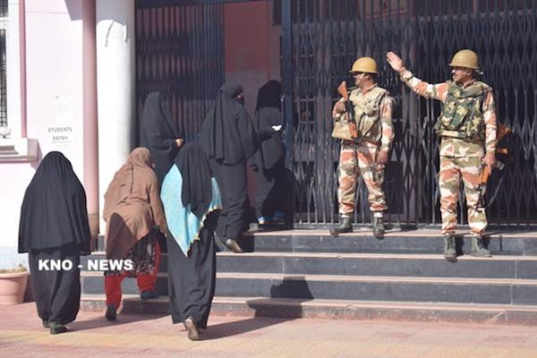 Polling starts on dull note in Baramulla, 1% recorded in first hour | KNO