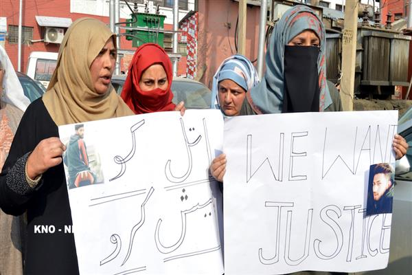 Srinagar youth missing since Sept 27, family stages protest | KNO