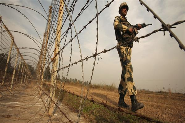 Fresh ceasefire violation by Pakistan near LoC in Uri Sector | KNO