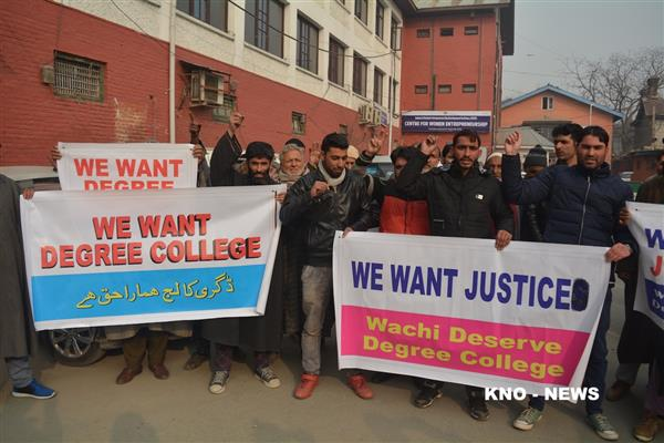 Wachi residents stage protest, demand Degree College | KNO