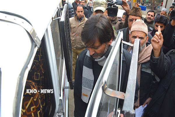 Ailing Malik discharged from hospital, shifted to Police Station | KNO