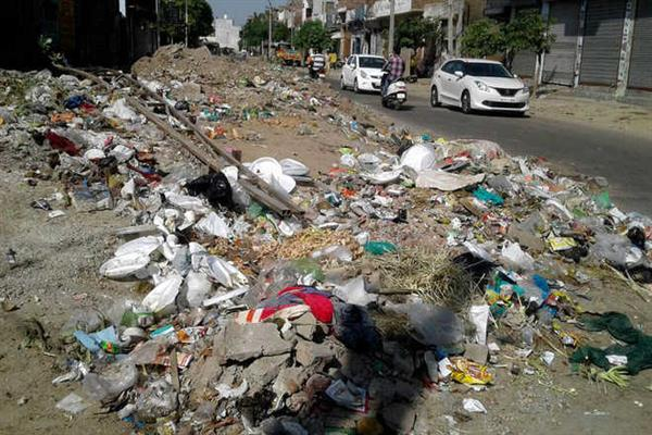 Heaps of garbage, poor drainage facility irk Boniyar residents | KNO