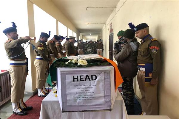 Wreath laying ceremony for slain CRPF officer held at DPL Baramulla | KNO