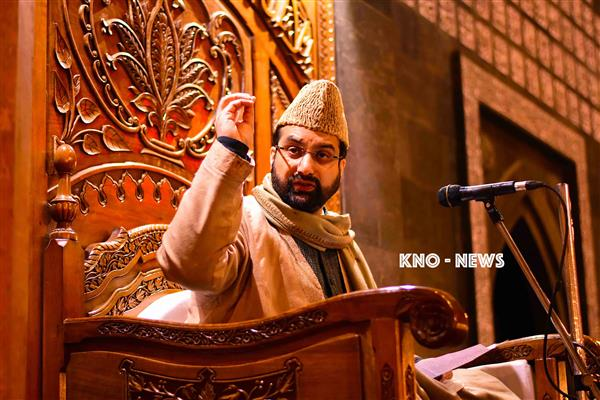 Mirwaiz stresses on maintaining sectarian harmony, brotherhood | KNO